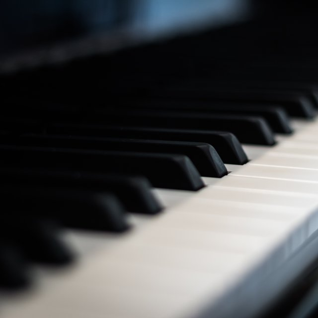 25 Piano Melodies to Fall in Love and Relax with