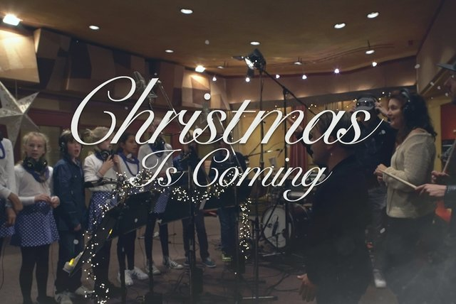 Christmas Is Coming (Karaoke Video)
