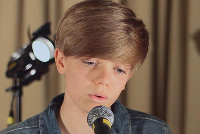 Ronan Parke Sings: Edge of Glory ((Acoustic Version) [Live])