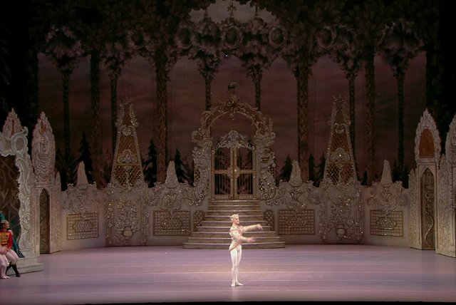 An Evening with The Royal Ballet: The Nuctracker - Act II - Pas de deux