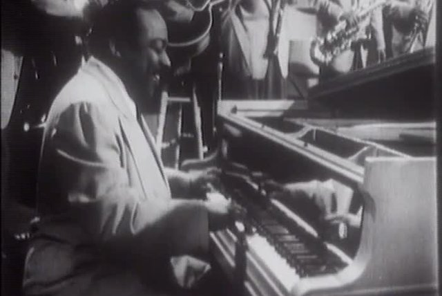 Count Basie - Jumpin' At The Woodside