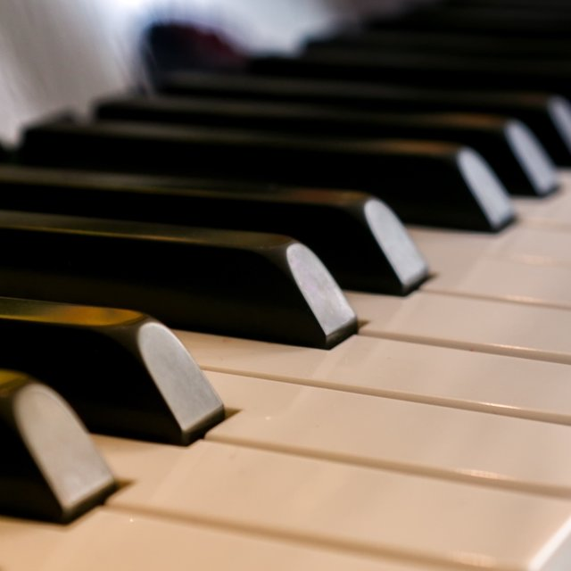 25 Essential Piano Songs for Love and Romance