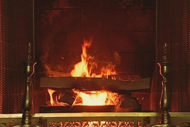 Do You Hear What I Hear (Christmas Classics: The Yule Log Edition)