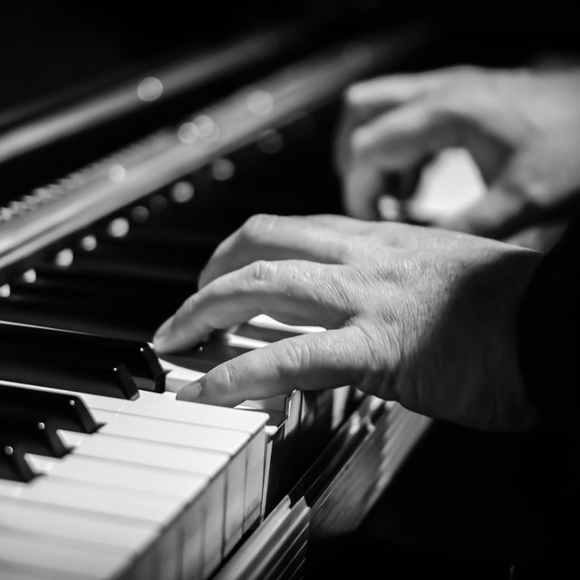25 Soothing Piano Melodies for Lovers