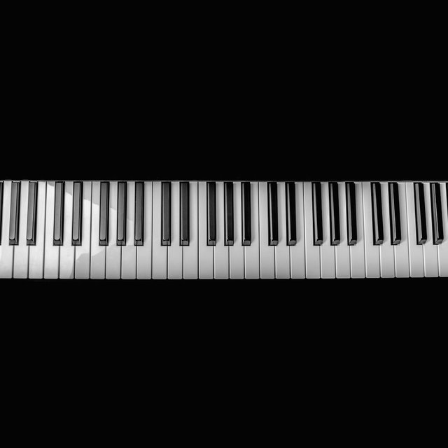 20 Essential Piano Songs - Loving and Romantic Piano Pieces for an Intimate Mood and Powerful Focus