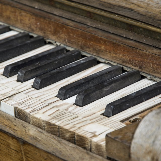 30 Beautiful Piano Melodies to Fall in Love and Relax with