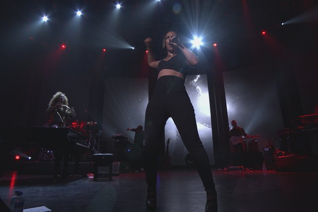 Girl On Fire (Live from iTunes Festival, London, 2012)